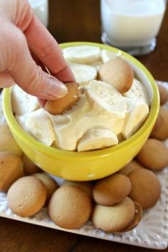 This Banana Pudding Dip is the perfect dessert to share during family time! It's so creamy and yummy! Everyone will be dipping to their heart's content! #bananapudding #bananapuddingdip #dessertdip #dessertrecipes #dessertideas #thebestdesserts #summerrecipes Dessert Dips, Best Dessert Recipes, Sweet Desserts, Easy Desserts, Appetizer Recipes, Sweet Recipes, Delicious Desserts, Yummy Food, Cold Appetizers