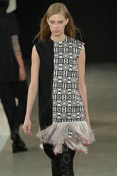 http://www.textilwirtschaft.de/fashion/New-York-Fashion-Week-Die-Top-20-Looks_95968.html