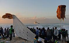 28/7 - Figura de Jesus é vista no amanhecer de Copacabana durante a vigília