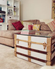 8 Ideas To Repurpose Vintage Trunk As Stylish And Trendy Coffee Table - About-Ruth Old Trunks, Vintage Trunks, Antique Trunks, Trunk Makeover, Painted Trunk, Diy Photo Booth, Up House, Diy Painting, Home Renovation