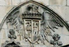 Escudo con águila y coronaEn el  barrio del Couto de Ourense tenemos el colegio del Santo Angel en el edificio que fue el palacete de la familia Temes–Santamarina. El matrimonio estaba formado Doña Ángela García Santamarina Alduncín Gazpui, IV Marquesa de Atalaya Bermeja y V Condesa del Valle de Oselle y Don Isidoro Temes Sáenz.