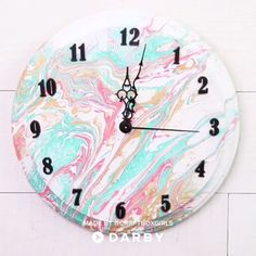 DIY Marbled Clock #darbysmart #diy #diyprojects #diyideas #diycrafts #easydiy #artsandcrafts #marbling #paintmarbling #clocks