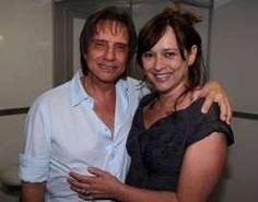 Roberto Carlos posa com ex-mulher e fãs torcem por reconciliação http://www.jornaldecaruaru.com.br/2015/12/roberto-carlos-posa-com-ex-mulher-e-fas-torcem-por-reconciliacao/