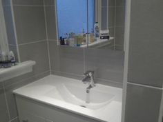 Another angle of this bathroom design - See more at http://www.hammersnspanners.com/bathroom-fitter-glasgow.html