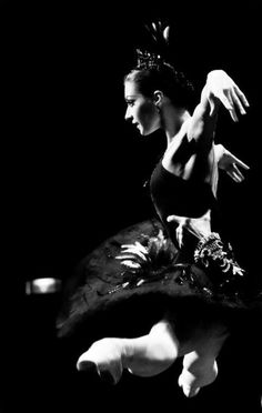 Ekaterina Kondaurova as Odile in Swan Lake. Photographer? ☀