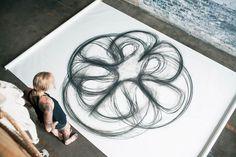 """""""Emptied Gestures"""", un projet de l'artiste américaine Heather Hansen, qui se penche sur le corps et le mouvement à travers une expérience de dessin cinétiq"""