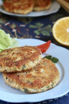 fish cakes made with fresh salmon Salmon Potato Cakes, Salmon Fish Cakes, How To Make Cake, Food To Make, Shrimp Casserole, Salmon Dishes, Salmon Burgers, Healthy Living, Potatoes