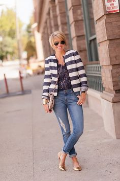 in jacket (Gap), blouse (Joie), jeans flats (Jeffrey Campbell)! Love this fresh look! Fashion Over 40, Look Fashion, Autumn Fashion, Fashion Outfits, Work Casual, Casual Looks, Casual Outfits, Cute Outfits, Seersucker