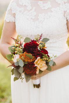Hochzeitsfotos von Silke & Daniel am Weingut Holler in der Südsteiermark by Sarina Dobernig Lieblingsbild Fotografie  Location: Weingut Holler  Make-Up und Frisur: Kerstin Hofer Brautkleid: Brautgeflüster Kleidanpassung: Tapferes Schneiderlein Anzug: Gertspezial Torte: Pohorska Kavarna  #hochzeit #wedding #hochzeitsfotos #hochzeitsbilder #weddingphotography #realwedding Location, Up, Floral Wreath, Wreaths, Decor, Wedding Vows, Newlyweds, Hairstyle, Bridle Dress
