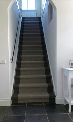 Mooie trapbekleding Black Carpet, Carpet Stairs, Apartment Interior, My Dream Home, Home And Living, Flooring, Cool Stuff, House, Home Decor