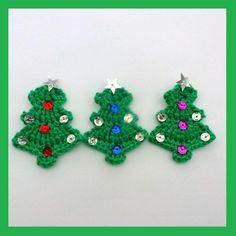 Hand crochet applique Christmas trees Crochet Motif, Crochet Appliques, Hand Crochet, Knit Crochet, Crochet Christmas Trees, Christmas Diy, Mini Things, Easy Crafts, Jul