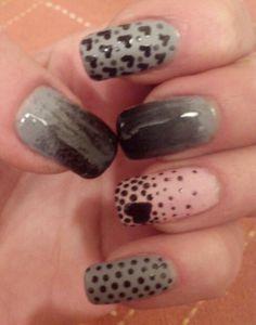 Nails grey, black