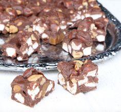 Koka knäcken och kolan i rätt temperatur Rocky Road Recept, Cookie Recipes, Dessert Recipes, Desserts, Christmas Baking, High Tea, Fudge, Food And Drink, Cereal