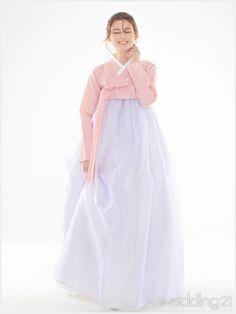 Korean Traditional Dress, Traditional Fashion, Traditional Dresses, Korean Dress, Korean Outfits, Modern Hanbok, Korean Design, Ethnic Outfits, Korean Fashion Trends
