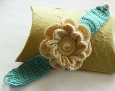 hand crochet bracelet, crochet wrist corsage, crochet daisy cuff, boho style bridal wear