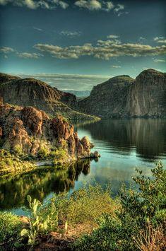 Glass Lake, Arizona, USA. Het lijkt me gaaf om te kunnen genieten en voelen hoe de natuur van Amerika is, want dat is without a doubt one of the most things on te planet!