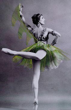 Dança Gipsy- by artista chileno Jose Romussi tornou-se conhecido por suas impressões bordado--via vsemart.com