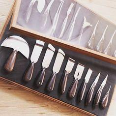 Картинки по запросу Yangtools Leather Armor, Leather Belt Bag, Leather Keychain, Leather Tooling, Leather Men, Wooden Tool Boxes, Leather Working Tools, Leather Workshop, Cow Skin