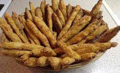 Κριτσίνια καρότου… Είναι πανεύκολα και πολύ νόστιμα!!! Υλικά 200γρ. λάδι- 100γρ. νερό- 400γρ.καρότο τριμμένο- 400 γρ. αλεύρι 2 κ.γλ.αλάτι. Τι κάνουμε Ζυμώνουμε όλα τα υλικά μαζί με τελευταίο το καρότο. Βάζουμε την ζυμη στο ψυγείο 30′ Πλάθουμεμακρόστενα μπαστούνια και ψήνουμε 30′ περίπου 200 βαθμούς . Από την φίλη Ζουζουνιες και Λένα Πάσχου Πηγή