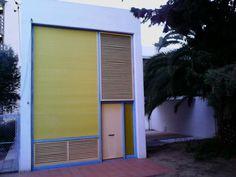 Una de les cases en filera de l'arquitecte Josep Maria Sostres (Grup R), racionalisme dels 50 (estat actual)