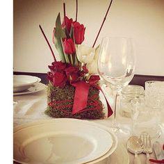 Fiori e muschio per la tavola di Natale | Donna Moderna