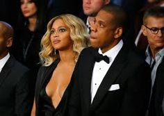 Jay Z Photos - Beyonce Knowles and Jay-Z look on before Miguel Cotto takes on Canelo Alvarez in their middleweight fight at the Mandalay Bay Events Center on November 2015 in Las Vegas, Nevada. - Miguel Cotto v Canelo Alvarez Beyonce E Jay Z, Beyonce Knowles, Beyonce Songs, Celebrity Couples, Celebrity News, Celebrity Babies, Celebrity Style, Beyonce Pregnant, Miguel Cotto