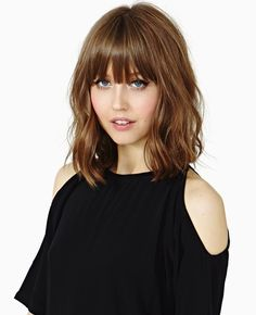 Stumpfes schulterlanges Haar mit Bang Dull shoulder-length hair with bang Thin Bangs, Short Hair With Bangs, Haircuts With Bangs, Blunt Bangs, Bob Bangs, Hairstyles For Medium Length Hair With Bangs, Choppy Bangs, Full Bangs, Short Wavy