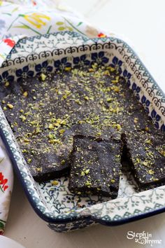 Raw Pistachio and Cardamom Vegan Brownies. You'll never guess the main ingredient (Hint: It's NOT Beans!) #glutenfree #brownies