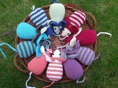 Diy Cat Toys, Crochet Mouse, Cute Pillows, Crochet Cross, Yarn Bombing, Pattern Drafting, Crochet Animals, Loom Knitting, Diy Projects To Try