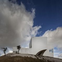 House in Fontinha by Manuel Aires Mateus has  a cross-shaped plan and a missing corner