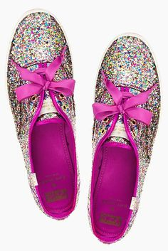 OMG!!!!!! These are just so SPARKLY i need these so badly!!! Does anyone know where u get these from? Comment if u do !