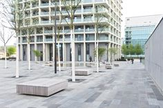 Wohnüberbauung The Metropolitans By bbz – mooool Urban Furniture, Shrubs, Planer, Multi Story Building, Environment, Outdoor Structures, Stone, Things To Do, Landscape