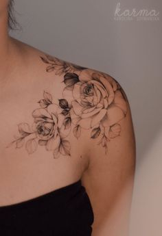 Feed Your Ink Addiction With 50 Of The Most Beautiful Rose Tattoo Designs For Me. - Feed Your Ink Addiction With 50 Of The Most Beautiful Rose Tattoo Designs For Men And Women – be - Feminine Shoulder Tattoos, Shoulder Tattoos For Women, Feminine Tattoos, Rose Tattoo Shoulder, Front Shoulder Tattoos, Simple Shoulder Tattoo, Girl Shoulder Tattoos, Tattoo Simple, Shoulder Sleeve