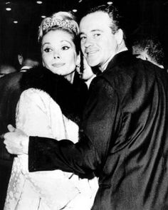 Former actress and model Felicia Farr turns 82 today - she was born 10-4 in 1932. She was married to the great Jack Lemmon from 1962 until his death in 2001. They had one of the great, long-enduring Hollywood marriages.
