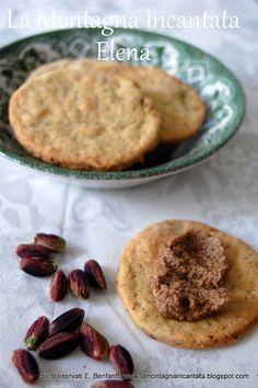 Biscotti al parmigiano e pistacchio