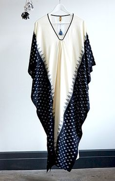 Ikat hand loomed cotton sari caftan in medium weight cotton. 1 left cream body with black border Length Interior Width full width is Free domestic shipping for purchases Abaya Fashion, Muslim Fashion, Boho Fashion, Fashion Dresses, Womens Fashion, Kaftan Style, Caftan Dress, Kaftan Pattern, Kaftan Designs
