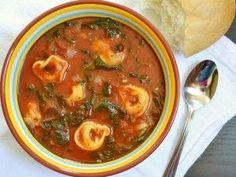Doe eens iets anders met een pakje tortellini pasta. Deze goed gevulde soep is vol met vezels, bevat weinig vet en is door de vele groenten ook nog eens gezond. Deze soep is perfect om te eten tijdens het middageten of te serveren als avondmaaltijd....