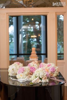 Baltimore Country Club wedding. Bridal party bouquets by Simply Beautiful. Photo by Love Life Images.
