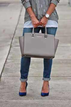 """Michael Michael Kors """"Selma"""" Bag in Pearl Gray Diese und weitere Taschen auf www.designertaschen-shops.de entdecken"""