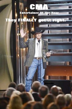 George Strait, George Strait wins the award for Entertainer of the Year during the Annual CMA Awards at the Bridgestone Arena on Novemb. Country Musicians, Country Singers, Music Tv, Good Music, Music Class, Country Men, Country Strong, Entertainer Of The Year, Redneck Girl