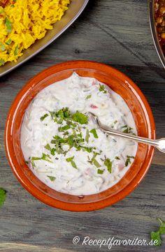 Yoghurt, Indian Food Recipes, Ethnic Recipes, Kitchen Stories, Garam Masala, Naan, Chutney, Smoothie, Curry