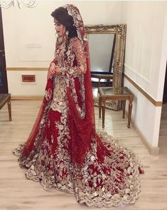 How beautiful is this bridal 😍 Photo credi Asian Bridal Dresses, Asian Wedding Dress, Pakistani Wedding Outfits, Pakistani Wedding Dresses, Bridal Outfits, Indian Dresses, Pakistan Bridal, Shadi Dresses, Bridal Dress Design