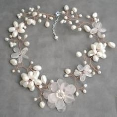 Add some girlish appeal with this necklace that features designs made of quartz and freshwater pearl as well as crystal gemstones. This necklace was handmade in Thailand by artisan Lai.