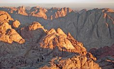 Mount Sinai in Egypt is where Moses is said to have received the 10 Commandments. (From: Photos: Beautiful Sacred Places Around the World) Great Places, Beautiful Places, Places To Visit, Places Around The World, Around The Worlds, Heiliges Land, Where The Sun Rises, Lake Atitlan, Visit Egypt