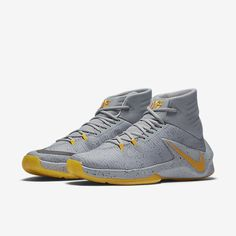 Nike Zoom Clear Out PE Men's Basketball Shoe