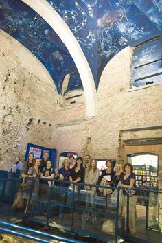 """Foto di gruppo - i """"Punti amici del turista"""" di Modena in visita all'ufficio Iat - 2012 http://turismo.comune.modena.it/it/canali-tematici/servizi-e-fiere/servizi-turistici/uffici-informazione/i-punti-amici-del-turista"""