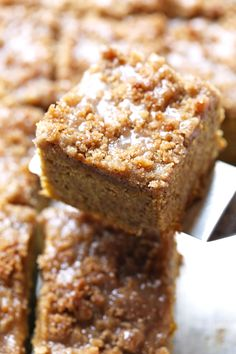 Cinnamon Streusel Pumpkin Coffee Cake with Maple Glaze - so simple and SO yummy! | #pumpkin #cake