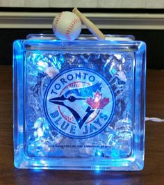 Perfect for that special sports fan. This pictured TORONTO BLUE JAYS glass block is made with a 20 bulb strand of blue standard plug-in lights (also Boys Bedroom Decor, Bedroom Ideas, Wood Craft Patterns, Lighted Glass Blocks, Baseball Crafts, Christmas Signs Wood, Patterned Vinyl, Toronto Blue Jays, Pallet Signs