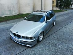 BMW E39 5 series Touring silver slammed