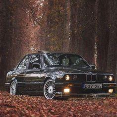 いいね!409件、コメント1件 ― BMW Automotive Adrenaline™さん(@automotive_adrenaline)のInstagramアカウント: 「@Skustas325Check out our E30 Clothing at www.teespring.com/stores/e30-fan-apparel ! #e30_daily…」